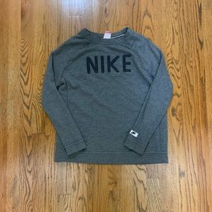 Nike sweater medium size women's